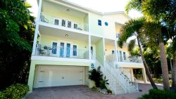 Casa Playa East ~ Enjoy your very own private swimming pool, with gulf beaches 1/2 block away and Sarasota Bay 1 block away.