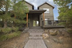 Bend Oregon River Wild Vacation Rental, 4 bedroom and Media Room Sleeps 10 Air Conditioning, Pool and Hot Tub!