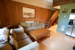 Spacious Mt. Bachelor Village Resort, Ski House 1, Unit 211, 2 bedrooms, 1 bathroom, sleeps 5 NEW LISTING!
