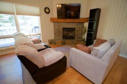 Ideally located Mt. Bachelor Village Ski House 2, Unit 247, 2 bedrooms, 2 bathrooms, sleeps 4 NEW LISTING!