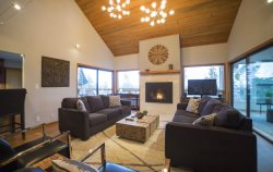 Panoramic views of Mt. Bachelor, NW Rimrock Vacation Rental in Bend Oregon, sleeps 7, Awbrey Butte