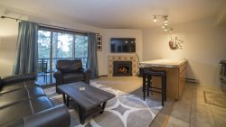 Mt. Bachelor Village, Ski House 2 130, Sleeps 4 Hot Tub Swimming Pool Fireplace  NEW LISTING AND NEWLY REMODELED!