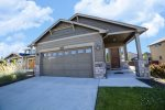 SW Teton, Bend Oregon Vacation Rentals, Sleeps 8, pet friendly dog only, fenced yard, fireplace, air conditioning