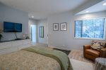 Expansive panoramic Deschutes River views, contemporary decor, sleeps 6