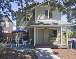 Bend Oregon Pet Friendly Vacation Rentals with Hot Tub, Blocks to Downtown, Old Mill District, Minutes to Mt. Bachelor Ski Resort