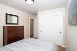 Fenced back yard with patio table and chairs seating for 6, gas barbecue and private hot tub