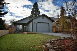 Downtown Bend Oregon Pet Friendly Vacation Rental Hot Tub, Fenced Yard, Close to Old Mill District, Walk Everywhere!