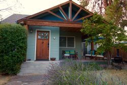 Downtown Pet Friendly Bend Oregon Vacation Rental Hot Tub Fenced Yard Sleeps 5 Air Conditioner