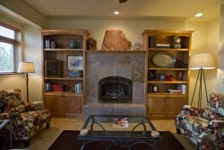 Three bedrooms and den with beds, sleeps 8! Air Conditioning Fireplace