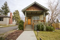 Downtown Bend Oregon Vacation Rental NW Fifth Street, sleeps 8 Walk Everywhere!