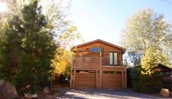 River front access with river views Bend Oregon Vacation Rental Air Conditioning, Sleeps 10