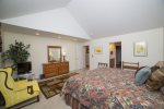Large master king suite, LCD TV and private full bathroom