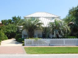 Crystal Cottage in Crystal~Fabulous Beach Home in Crystal Shores Just 1 Block to the Beach!
