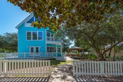 Rolling Tides - 4 Bed, 3.5 Bath Crystal Beach Getaway with Great Outdoor Entertaining Space and Covered Pavilion close to Community Pool