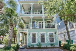 Hemingway Hideaway~Right in the Heart of Destin! 2.5 blocks to Beach,Walking distance to Shopping, Dining, Night life.