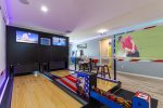 Global Villa - Two Lane BOWLING ALLEY! Unique Themed Bedrooms from Around The World