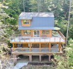 *Brand New!* Boone's Hideout with custom woodworking & hot tub!