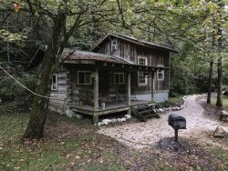 White Pines ~ Deluxe Cabin for Your Extended Vacation
