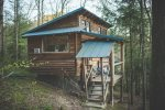 Sheltowee Traveler ~ Wilderness cabin with amenities inside the Red River Gorge