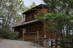 Stargazer at Deep Creek - Secluded Log Cabin with Hot Tub and Wi-Fi - Minutes to Waterfall Hikes, Fishing, and Tubing
