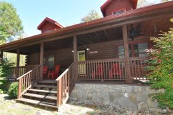 Twin Oaks Retreat - Gorgeous Log Cabin with Hot Tub, Fire Pit, and Pool Table - 20 minutes from the Great Smoky Mountains Railroad