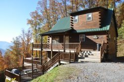 Sunrise Above the Clouds - Upscale Getaway with Hot Tub and 2 Gas Fireplaces - Romantic Master Bedroom - Minutes to the Great Smoky Mountains Railroad