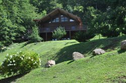 Red Lantern Lodge - Gorgeous Real Log Cabin with Pool Table - Minutes from Fishing, Cherokee & Rafting