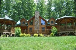 Cherokee Timber Lodge - What a View! Experience the Mountains in Comfort - Minutes from the National Park and Harrah`s Casino