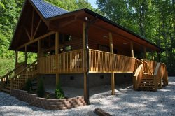 Harmony Hollow - Secluded Mountainside Getaway - 20 Minutes from the Great Smoky Mountains Railroad