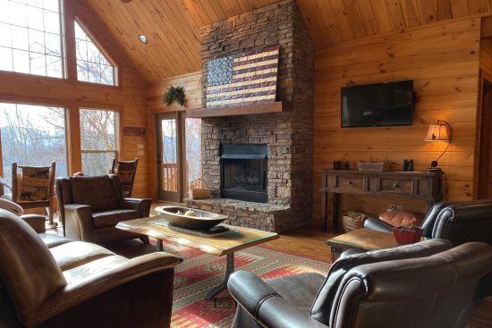 Millstone Lodge | Pet Friendly Luxury Smoky Mountain Cabin | Hot Tub