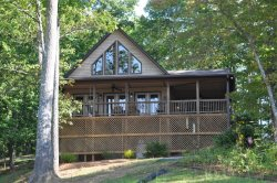 Bruins Den - Spacious Well Appointed Vacation Cabin with Fire Pit, View, Hot Tub, and Wi-Fi - Just 10 Minutes from the Great Smoky Mountains Railroad