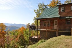 Just Like Bearadise - Mountainside Authentic Log Cabin with  Stunning View, Tasteful Decor, Wi-Fi, and Sheltered Hot Tub - 20 Minutes from Rafting and the Train