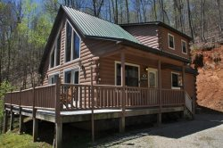 MooseHead Lodge - Mountainside Cabin with Stone Fire Pit - 15 Minutes from the Great Smoky Mountains Railroad