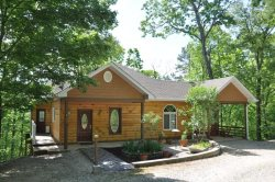 Ridge Runner Retreat - Lovely Log Rental - Less than 10 Minutes from Fontana Lake and Almond Marina  - Wi-Fi, Hot Tub, and 2 Gas Fireplaces