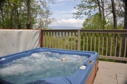 Mountain River Retreat - Log Cabin with Screened Porch, Hot Tub, and Wi-Fi - Moments from Rafting and Zip Lining