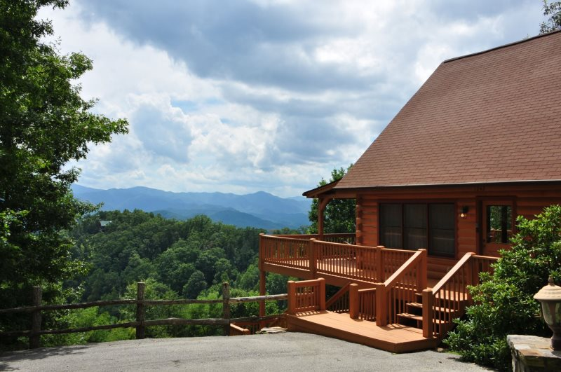 Sky Cove Retreat   Gorgeous Log Cabin With Spectacular View, Hot Tub, U0026  Jetted Bath Tub   Minutes From Rafting, Restaurants, And The Great Smoky  Mountains ...