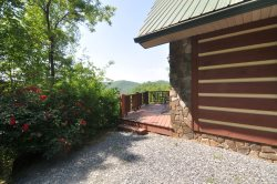 Dream Catcher Cabin - Come Live the Smoky Mountain Dream! Bubbling Hot Tub - Mountain Seclusion - Close to Hiking and Train