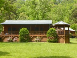 Bears Den - Authentic Log Cabin Minutes from the National Park and Casino with Wi-Fi, Hot Tub, and Fire Pit on Wide Meadow