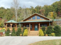Native Winds Cabin - Romantic Log Cabin with a Fireplace in the Bedroom, Hot Tub, View, and Wi-Fi - Only 10 Minutes from Harrah`s Casino