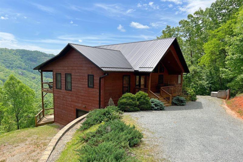 Smoky Mountain High | Luxury Bryson City Rental | Pool Table | Close To  Fontana Lake