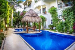 Beautiful 1 Bedroom Property with Fantastic Pool by 5th Avenue and Beaches