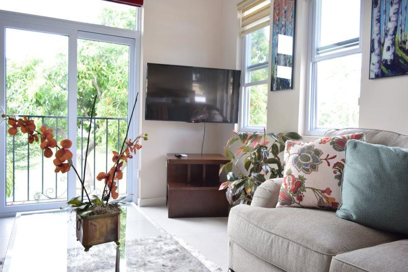 Swell Jamaica Vacation Rentals Luxury Designer City Studio Home Remodeling Inspirations Genioncuboardxyz