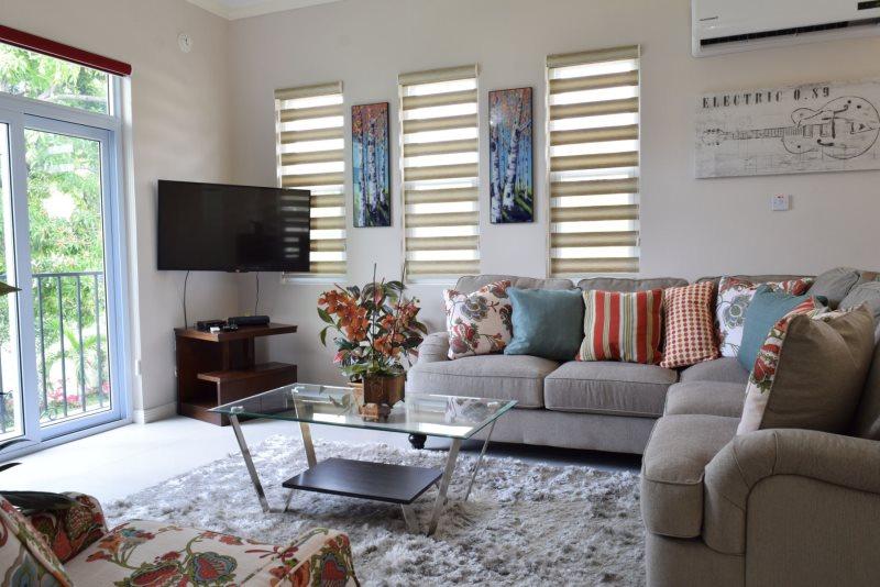 Awe Inspiring Jamaica Vacation Rentals Luxury Designer City Studio Home Remodeling Inspirations Genioncuboardxyz