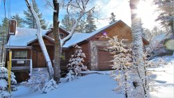 Conklin Retreat - BRAND NEW, Beautifully Decorated Home in Central Big Bear Lake Location!