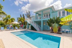 La Casa Iguana - Luxury Canal Front Home w/ Private Pool, 70' of Dockage, Bait Freezer & Ice Machine