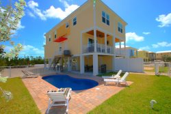 NEW!! Sombrero Beach Villa, Close to shopping, 4 Bedrooms/3 Baths with Private Pool and Dockage