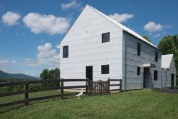 Green Acres, a Modern Farmhouse | 5 mins to King Family Vineyards & Pollak Vineyards | Gateway to 151 Brewridge Trail