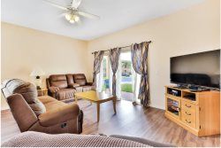 4 Bed upgraded end unit close to pool