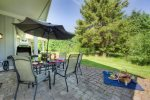 Wonderful Shady Patio and BBQ Faces the Creek - We provide the Propane - Relax  You deserve it