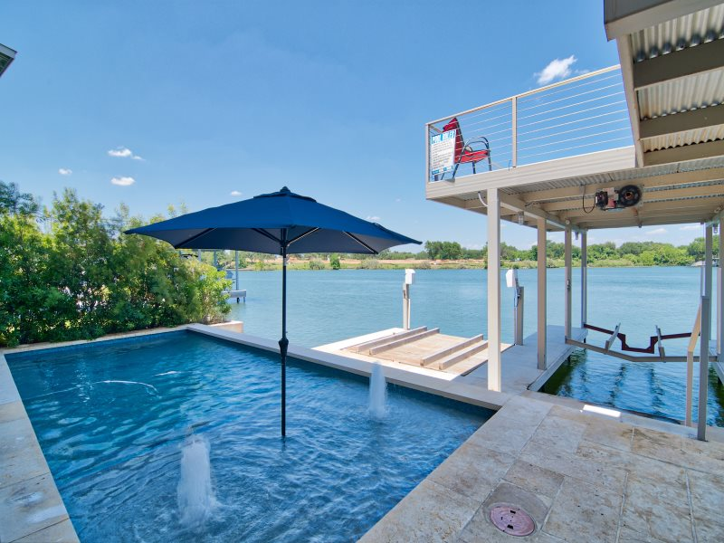 Robin 39 s nest luxury lake lbj vacation rental with swimming pool for Luxury holiday rentals ireland swimming pool